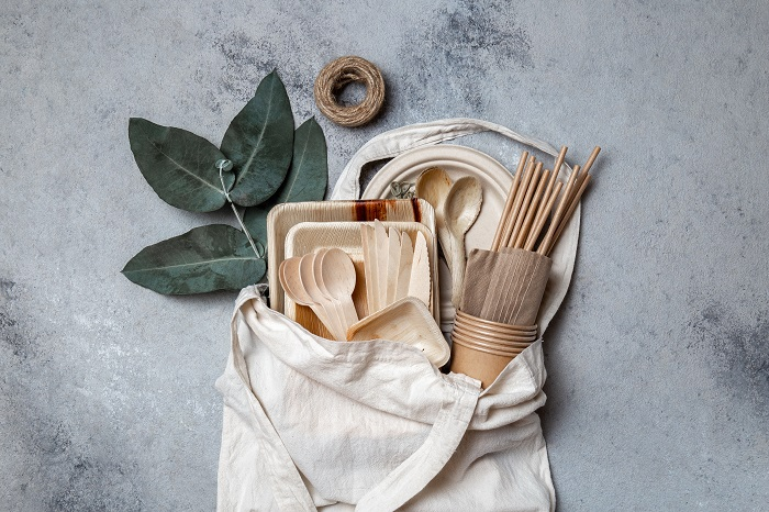 eco-friendly tablewares in a reusable bag